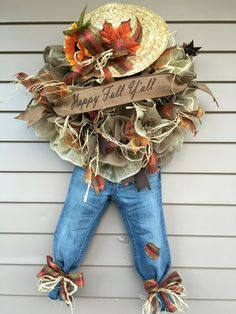 Scarecrow fall wreath Porte Diy, Fall Scarecrows, Scarecrow Crafts, Scarecrow Face, Scarecrow Costume, Holiday Wreaths, Autumn Wreaths, Thanksgiving Wreaths, Diy Fall Wreath