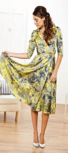 Sewing – Wrap Tea Dress (The Vintage Pattern Files) I don't need another yellow dress (although this is gorgeous), but I really like this wrap dress Free Sewing, Vintage Sewing Patterns, Clothing Patterns, Vintage Knitting, Pattern Sewing, Knitting Patterns, Women's Clothing, Sewing Clothes, Dress Patterns