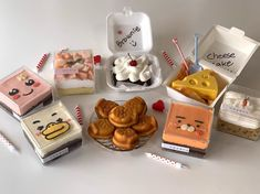 Puding Cake, Korean Cafe, Dessert Packaging, Dessert Boxes, Kawaii Dessert, My Coffee Shop, Cafe Food, Small Cake, Food Drawing