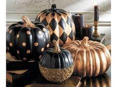 elegant halloween decor Since the foam pumpkins are a lot lighter, you can definitely pack them in. Picking the perfect pumpkin can be a significant task. It is not so hard to carve your own Halloween Pumpkin and its great fun, too. Diy Halloween, Modern Halloween Decor, Halloween Displays, Halloween Party Decor, Halloween Pumpkins, Halloween Halloween, Classy Halloween Wedding, Spooky Decor, Halloween Design