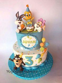 Baby Looney Tunes Cake.