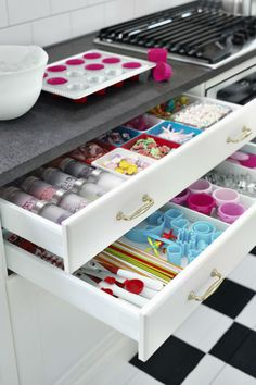 With a SEKTION kitchen you can have it all! The storage features you need to help you channel your inner baker and the looks that show the world a little of who you are.