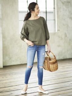 Take on spring in style with our loose, airy Cotton Linen 3/4 Sleeve T Blouse.