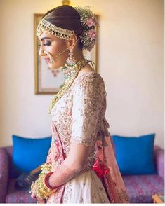 Now one thing which made me super awkward as a bride was- how do I pose for different shots? Bridal portraits can be quite cliche for most brides, but why not get close up shots of your bridal look to. Indian Wedding Outfits, Wedding Hairstyles For Long Hair, Indian Outfits, Indian Weddings, Party Hairstyles, Hairdos, Bridal Looks, Bridal Style, Bridal Hair Buns