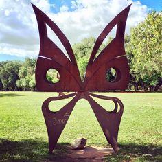 Escultura en el jardín botánico.Paraguay