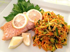 Oven baked salmon with autumn green- Ovnbagt laks med efterårs grønt Oven baked salmon with autumn green - Salmon Recipes Stove Top, Grilled Salmon Recipes, Oven Baked Salmon, Protein, Shellfish Recipes, Danish Food, Cooking Recipes, Healthy Recipes, Healthy Food