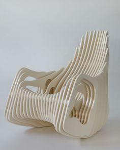 Cadeira de balanço Mamulengo, de Eduardo Baroni para a Elon Móveis de Design