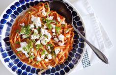 Makuja kotoa: Vuohenjuusto-tomaattipasta