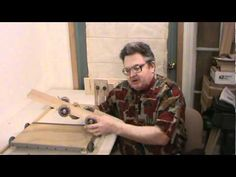 Machine quilt frame setup and operation Part 1 of 4 Quilting Frames, Quilting Board, Quilting Tools, Quilting Tutorials, Quilting Projects, Quilting Designs, Diy Quilting Frame For Sewing Machine, Cute Quilts, Free Motion Quilting