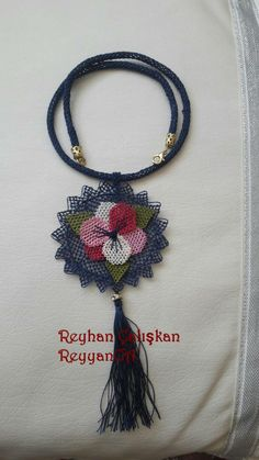Best T Shirt Designs, Needle Lace, Textiles, Needlepoint, Diy And Crafts, Crochet Necklace, Valentines, Accessories, Jewelry