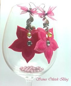 Lovely earrings DIY Diy Jewelry, Jewlery, Minden, Ring Ring, Diy Earrings, Pretty In Pink, Om, Christmas Bulbs, Decoration