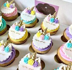Cupcakes Unicorn - Essential International Milis Recipes In Irish Fondant Cupcake Toppers, Cupcake Cakes, Unicorn Birthday Parties, Unicorn Party, Cupcakes Lindos, Horse Cupcake, Cardamom Cake, Unicorn Foods, Unicorn Cupcakes