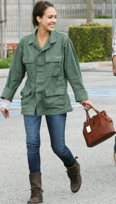 Who made Jessica Alba's brown purse that she wore in Culver City, April 11, 2010? Purse – Ralph Lauren