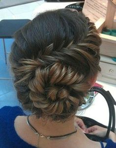 Learn how to cut hair with step-by-step photos from Modern Salon. View hair photos and get instructions with each step. - Fashion Darling