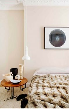 This is the private home of interior designer Mikel Irastorza in San Sebastian, Spain. He's used a brilliant mixture of scandinavian classic furniture with Home Bedroom, Modern Bedroom, Bedrooms, Bedroom Simple, Dream Bedroom, Master Bedroom, Spanish Apartment, Retro Apartment, Light Pink Walls
