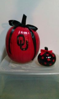 Boomer Sooner! CUTE! I could get an acorn ornament and craft this for ornament exchange!