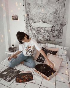 New Bedroom Inspo Indie Ideas Punk Bedroom, Grunge Bedroom, Retro Bedrooms, Trendy Bedroom, Modern Bedroom, Indie Room, Vintage Grunge, Retro Vintage, Bedroom Inspo