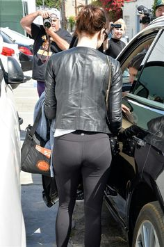 Emma Stone continuing her yoga pants trend Kate Beckinsale Hot, Actress Emma Stone, Emma Watson Beautiful, Tights Outfit, Gal Gadot, Woman Crush, Beautiful Actresses, Yoga Pants, Celebs