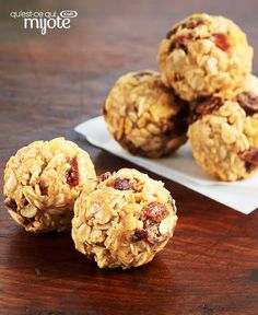 Just 5 ingredients are needed to make this Crunchy Peanut Butter Snack Bites with Dates recipe. Crushed cornflakes and chopped dates add crunch and flavour to these easy-to-make treats. Cereal Recipes, Fruit Recipes, Dessert Recipes, Cooking Recipes, What's Cooking, Peanut Butter Snacks, Date Recipes, What To Cook, Yummy Food