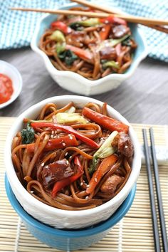 Easy Slow Cooker Chicken Lo Mein Noodles | Community Post: 27 Mouthwatering Foods You Never Knew You Could Make In A Slow Cooker