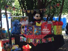 Mickey gift table