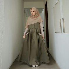 Moslem Fashion, Hijab Trends, Muslim Women Fashion, Hijab Fashion Inspiration, Dress Clothes For Women, Islamic Clothing, Fashion Outfits, Casual, Ootd Hijab