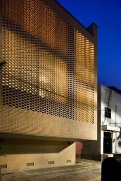 *벽돌 파사드 패턴, 지역을 읽어 내다, 웨스트 빌리지 [ Doojin Hwang Architects ] The West Village :: 5osA: [오사]