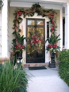 Christmas 2007 Front yard decor - Home Exterior Designs - Decorating Ideas - HGT. Christmas 2007 F Christmas Front Doors, Christmas Porch, Noel Christmas, Outdoor Christmas, Winter Christmas, Christmas Wreaths, Christmas Crafts, Christmas Landscape, Modern Christmas