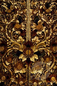 INDONESIA, BALI, KINTAMANI TEMPLE, GILDED CARVED DOOR, DETAIL