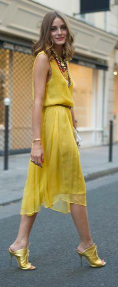 Olivia Palermo Streetstyle in Yellow Dress Estilo Olivia Palermo, Look Olivia Palermo, Fashion Mode, Love Fashion, Autumn Fashion, Fashion Outfits, Reign Fashion, Paris Fashion, Style Fashion