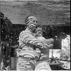 Dora Maar: Eluard et Nusch à Mougins, été 1937 Dora Maar Picasso, Pablo Picasso, Black White Photos, Black And White, Georges Pompidou, Vogue Photo, Monochrome Photography, White Photography, Lights Fantastic