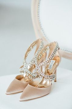 25 Gorgeous Embellished Wedding Shoes Ideas – Kaitlin Jewell – Join the world of pin Unique Wedding Shoes, Designer Wedding Shoes, Wedding Boots, Wedding Heels, Champagne Wedding Shoes, Elegant Wedding, Casual Wedding, Gold Wedding, Wedding Bride
