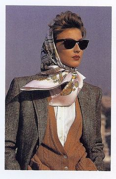Hermes scarf and tweed jacket . casual elegance and to make it a complete classy outfit - Raybans! Grace Kelly Mode, Grace Kelly Style, Looks Street Style, Looks Style, Style Me, Look Vintage, Vintage Mode, Winter Mode, Casual Elegance