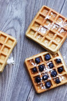 Healthy waffles – 3 different ways to make healthy waffles – millet, oats and whole grains! Healthy Waffles, Curry, Food Inspiration, Grains, Food Porn, Lunch Box, Food And Drink, Healthy Recipes, Healthy Food