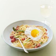 Our Linguine with Asparagus and Egg Recipe only has 6 ingredients, including pancetta! #dinner #pasta