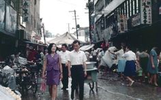 19 fascinating color photos documented street scenes of Seoul in the Late Old Pictures, Old Photos, Vintage Photos, Asian Tigers, South Korea Photography, Korean Photo, Story Of The World, Seoul Korea, Korean War