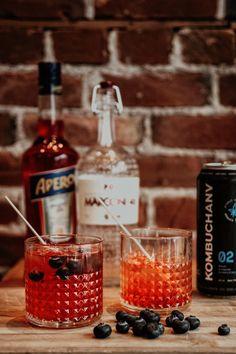 Gin, Apérol et Kombuchanv, un mélange parfait! Aperol, Cocktails, Drinks, Kombucha, Parfait, Gin, Vodka Bottle, Food, Grasses