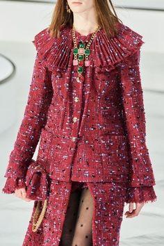 Chanel Fall 2020 Ready-to-Wear Fashion Show - Vogue Fashion 2020, High Fashion, Fashion Show, Fashion Outfits, Womens Fashion, Fashion Design, Tim Walker, French Fashion, Vintage Fashion