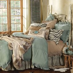 I so want this as my bed! Lodge Decor-Rustic Cabin Decor-Southwestern Home Decor-Log Cabin Decor-Antler Lighting - Velvet Nomad Bedding Lodge Decor, Rustic Cabin Decor, Western Decor, Dream Bedroom, Home Bedroom, Master Bedroom, Bedroom Decor, Living At Home, My Living Room