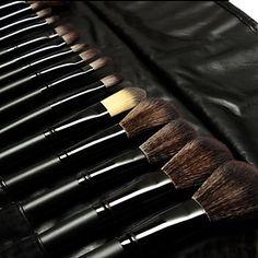 32 piece makeup brush set!