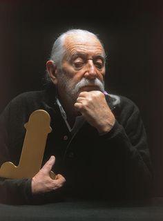 """Ettore Sottsass Jr.with his """"Diagramma Fallico"""" aka """"Florero Siva""""vase."""