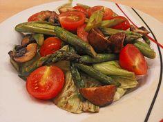 Gemischter grüner Salat mit angebratenem grünen Spargel 1