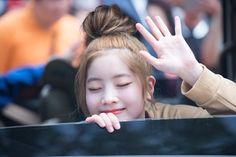 Được nhúng Kpop Girl Groups, Kpop Girls, Twice Members Profile, Twice Dahyun, Korean Group, Stage Name, One In A Million, Nayeon, Rapper