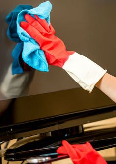 Don't let a dusty TV ruin your Superbowl experience! Follow these tips to quickly clean your flat screen so you can enjoy the big game.