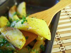Cartofi cu ciuperci la cuptor Cornbread, Chicken, Ethnic Recipes, Food, Millet Bread, Essen, Meals, Yemek, Corn Bread