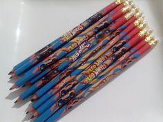 Lápis Personalizado com borracha <br>Fazemos em todos os temas que precisar! <br> Entre em contato e tire suas dúvidas. <br> Opcional : <br>lápis simples R$1,00 ou com laço R$1,30 <br> <br>Kit lembrancinhas, acompanham caixa para o lápis ou bloquinho de anotação.