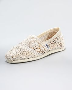 These are so cute! Too bad its sold out everywhere...