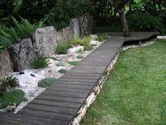Belle idée ce banc, vu dans ce magnifique jardin, classé remarquable, à Cressia (dans le Jura - France)