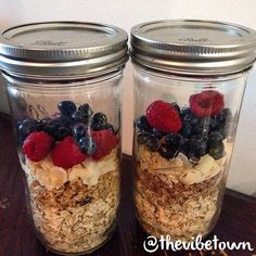 Easy oatmeal breakfast prep! You can prep these mason jars with your favorite oatmeal and additives, then store them in the fridge. Or you can add in the fruit later and store them in your cupboard at room temp. Just add your choice of milk to the jar and heat in the microwave - without the lid of course! Yummy ❤️ #thevibetown #goodvibes #foodprep #oatmeal #breakfast #organic #vegan #vegetarian #healthy #ballcanning #masonjar #eatclean #livegood #recipes #preworkout #foodismedicine