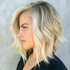 The ombre hair and the short hairstyles are the hottest topics in this year! You can see the ombre hair everywhere now. Ombre hair is trendy, modern, and. Blonde Bob Hairstyles, Thin Hair Haircuts, Lob Hairstyle, Cool Hairstyles, Bob Haircuts, Layered Hairstyles, Hairstyle Ideas, Natural Hairstyles, Lob Haircut Thin